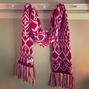 Old Navy red/white fairy isle knit scarf